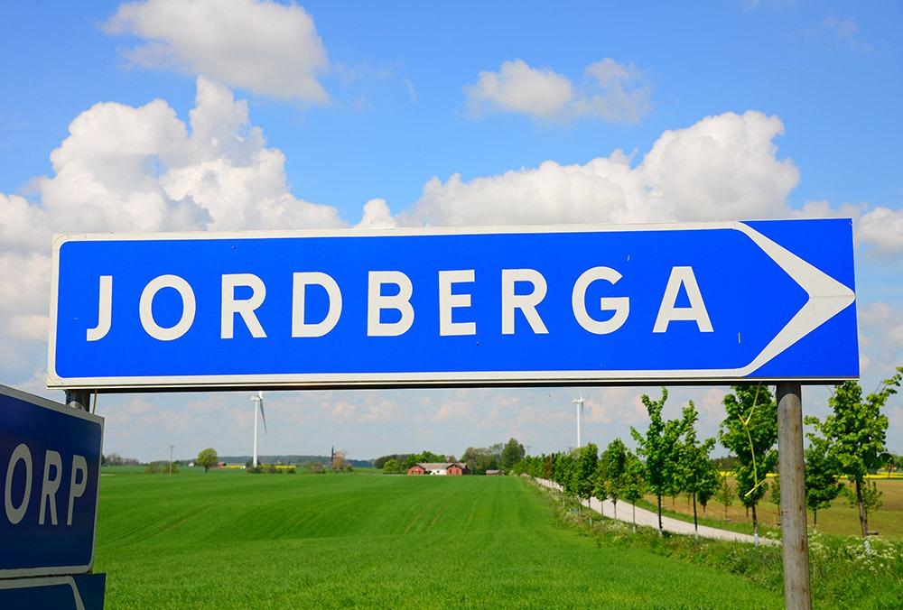 """Vägskylt med texten """"Jordberga"""""""